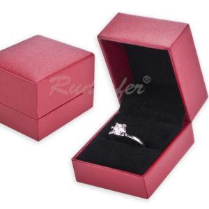 Selyem hatású elegáns gyűrűtartó doboz gyűrű